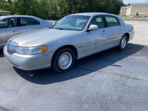 2000 Lincoln Town Car for sale at McCully's Automotive - Under $10,000 in Benton KY