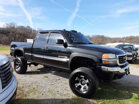 2006 GMC Sierra 2500HD for sale at Bates Auto & Truck Center in Zanesville OH