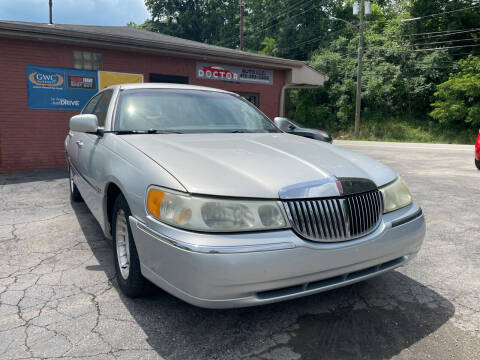 2001 Lincoln Town Car for sale at Doctor Auto in Cecil PA
