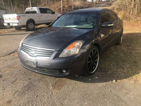 2008 Nissan Altima for sale at Monroe Auto's, LLC in Parsons TN
