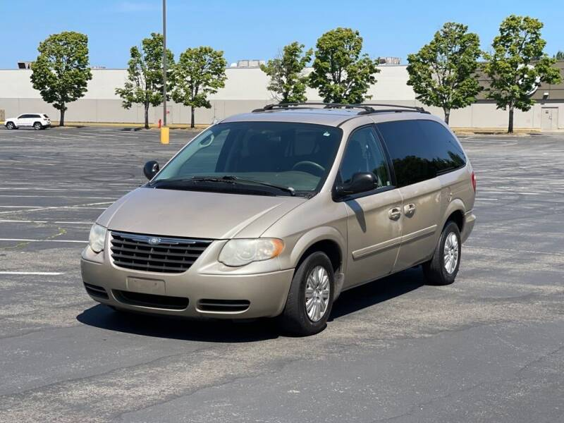2007 Chrysler Town and Country for sale at H&W Auto Sales in Lakewood WA