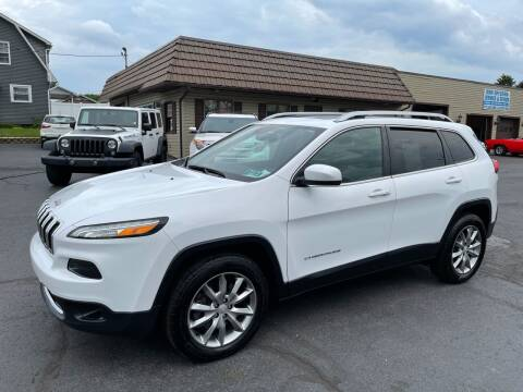 2018 Jeep Cherokee for sale at MAGNUM MOTORS in Reedsville PA