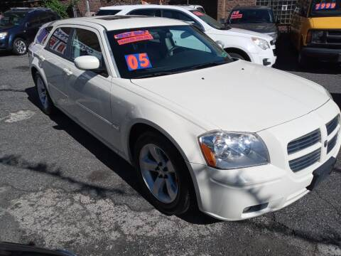 2005 Dodge Magnum for sale at AUTO DEALS UNLIMITED in Philadelphia PA