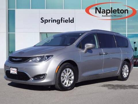 2018 Chrysler Pacifica for sale at Napleton Autowerks in Springfield MO