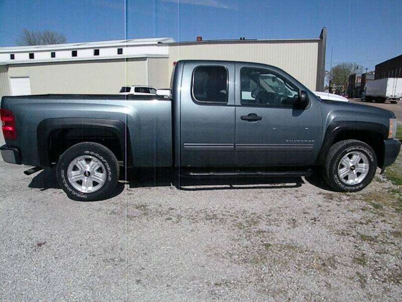 2011 Chevrolet Silverado 1500 for sale at Kingdom Auto Centers in Litchfield IL
