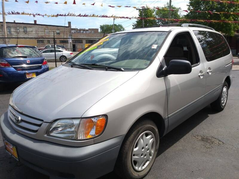 2001 Toyota Sienna for sale at RON'S AUTO SALES INC in Cicero IL