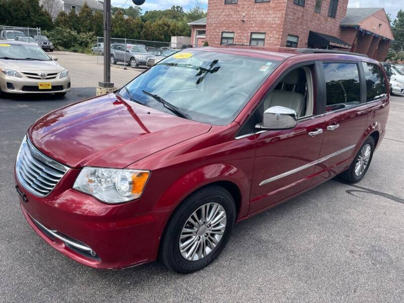 2013 Chrysler Town and Country for sale at KINGSTON AUTO SALES in Wakefield RI