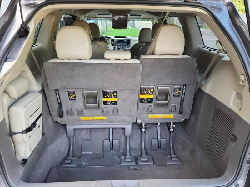 2011 Toyota Sienna XLE 8-Passenger 4dr Mini-Van - Houston TX