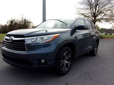 2016 Toyota Highlander for sale at Unique Auto Brokers in Kingsport TN