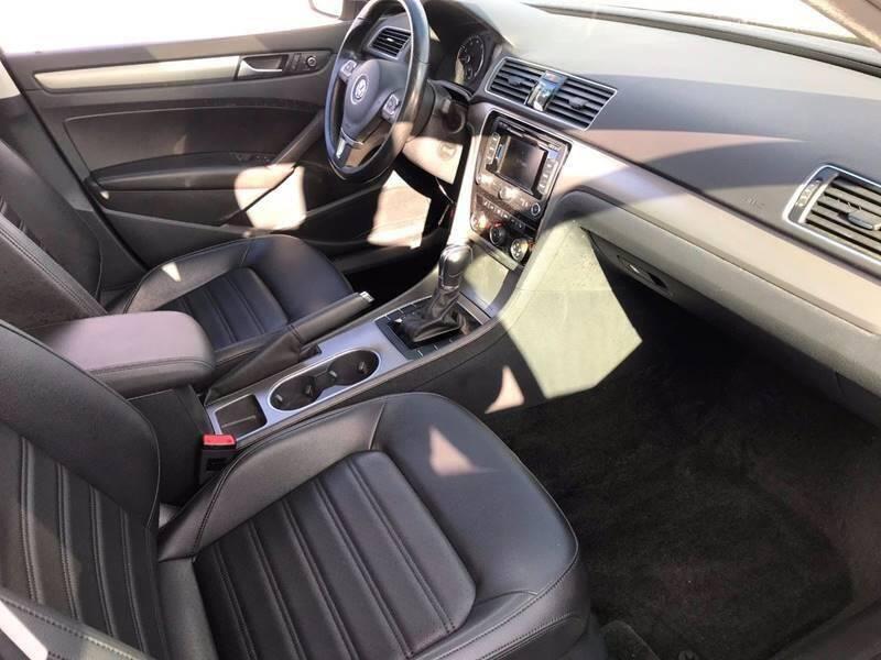 2015 Volkswagen Passat SE PZEV 4dr Sedan 6A w/Sunroof and Navigation - Newark NJ