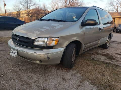 2000 Toyota Sienna for sale at ZNM Motors in Irving TX