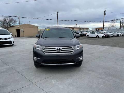 2013 Toyota Highlander for sale at Velascos Used Car Sales in Hermiston OR