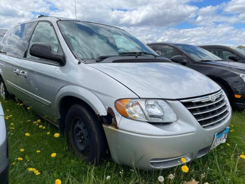 2005 Chrysler Town and Country for sale at Alan Browne Chevy in Genoa IL