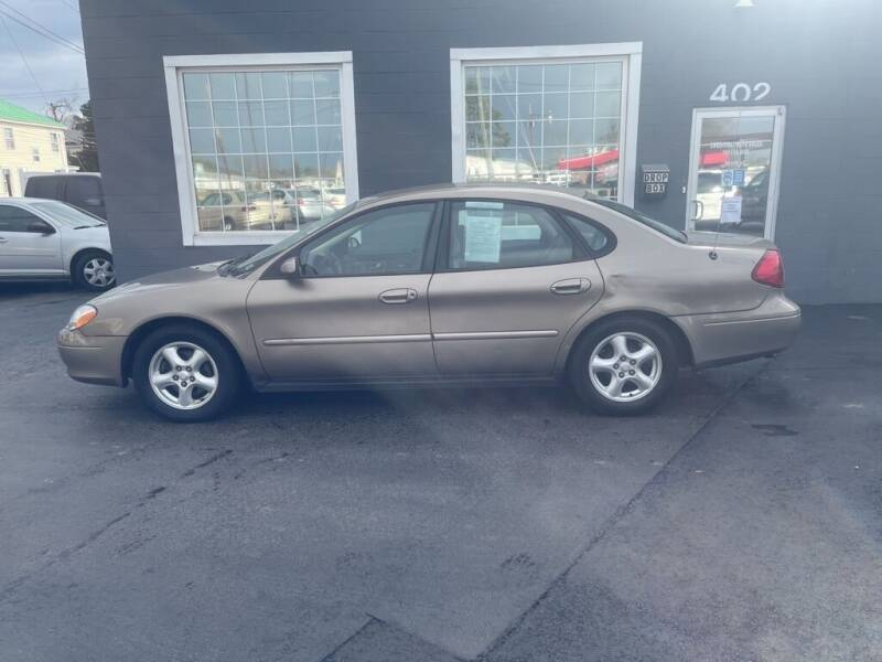 2002 Ford Taurus for sale at Creditmax Auto Sales in Suffolk VA