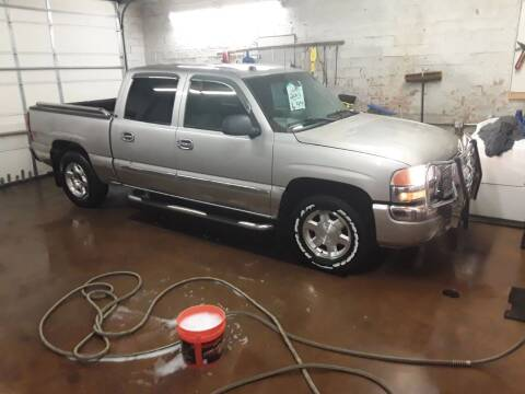2005 GMC Sierra 1500 for sale at BARNES AUTO SALES in Mandan ND