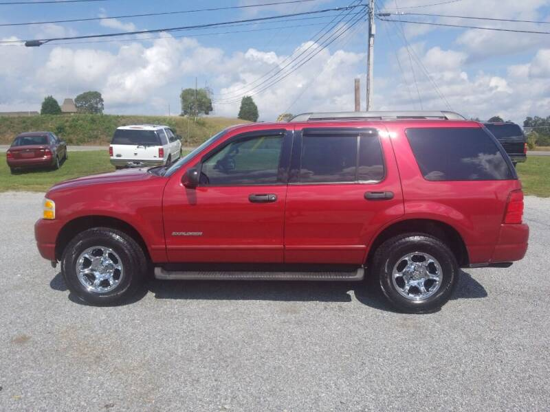 2005 Ford Explorer for sale at CAR-MART AUTO SALES in Maryville TN