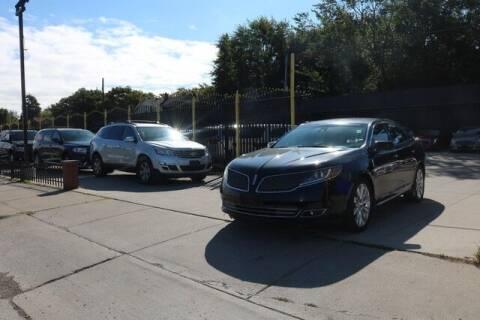 2013 Lincoln MKS for sale at F & M AUTO SALES in Detroit MI
