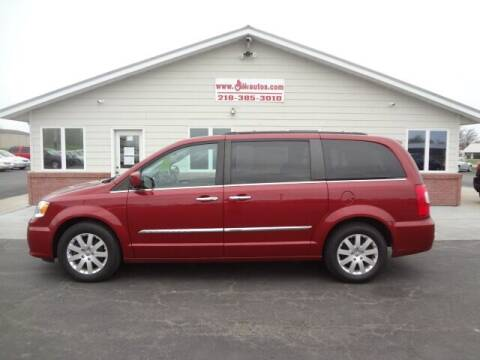 2016 Chrysler Town and Country for sale at GIBB'S 10 SALES LLC in New York Mills MN