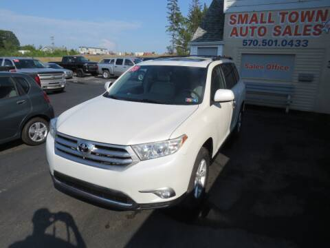 2013 Toyota Highlander for sale at Small Town Auto Sales in Hazleton PA