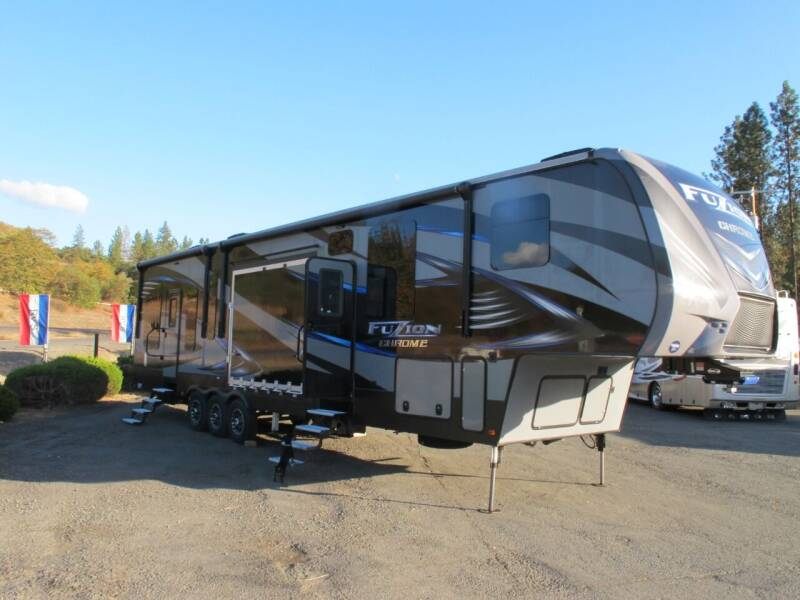 2016 Fusion 420 Toyhauler 5TH for sale at Oregon RV Outlet LLC - 5th Wheels in Grants Pass OR