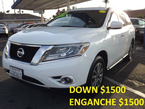 2013 Nissan Pathfinder for sale at PACIFICO AUTO SALES in Santa Ana CA