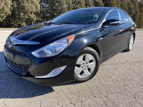 2012 Hyundai Sonata Hybrid for sale at Bloomington Auto Sales in Bloomington IL