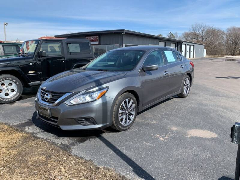 2017 Nissan Altima for sale at Welcome Motor Co in Fairmont MN
