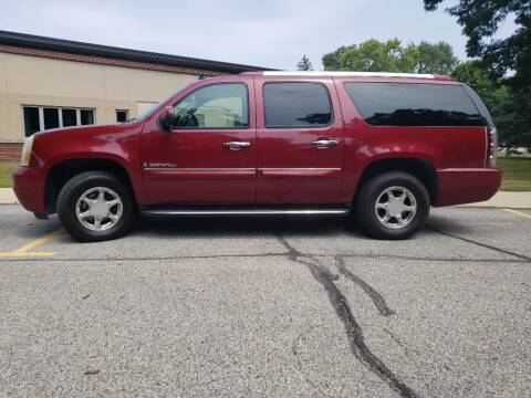 2007 GMC Yukon XL for sale at The Car Mart in Milford IN