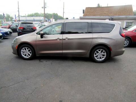 2017 Chrysler Pacifica for sale at American Auto Group Now in Maple Shade NJ