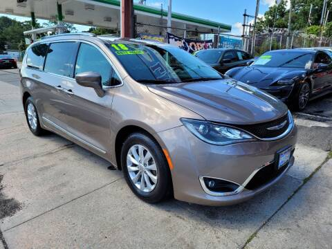2018 Chrysler Pacifica for sale at LIBERTY AUTOLAND INC in Jamaica NY