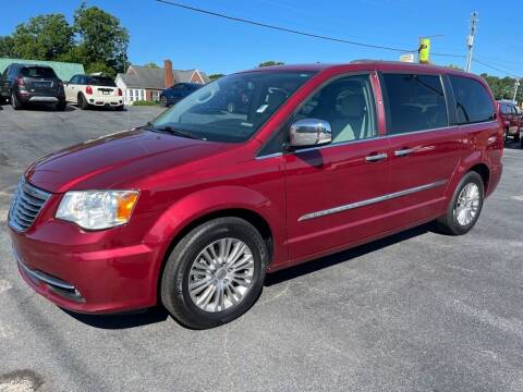 2015 Chrysler Town and Country for sale at Modern Automotive in Boiling Springs SC