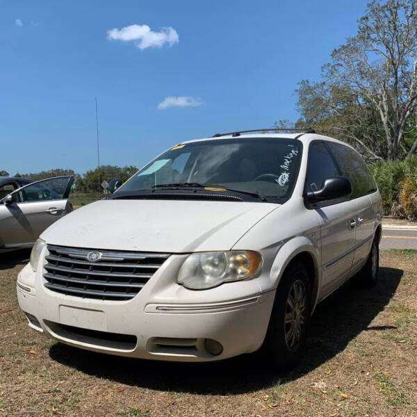 2005 Chrysler Town and Country for sale at CARZ4YOU.com in Robertsdale AL