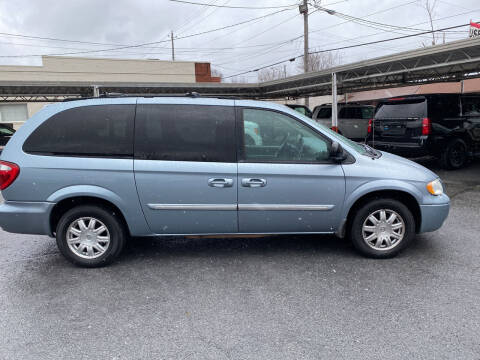 2005 Chrysler Town and Country for sale at Lewis Used Cars in Elizabethton TN