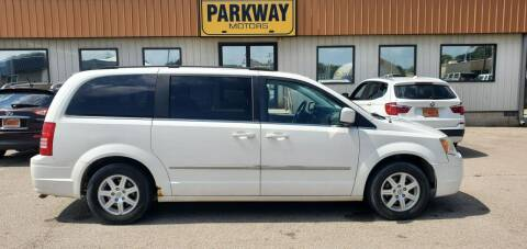 2010 Chrysler Town and Country for sale at Parkway Motors in Springfield IL