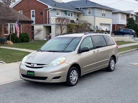 2006 Toyota Sienna for sale at Reis Motors LLC in Lawrence NY