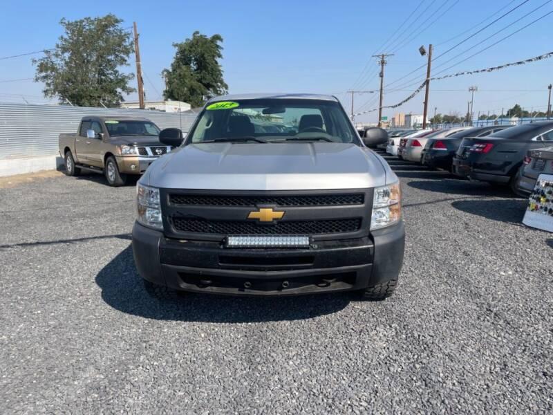 2013 Chevrolet Silverado 1500 for sale at Velascos Used Car Sales in Hermiston OR