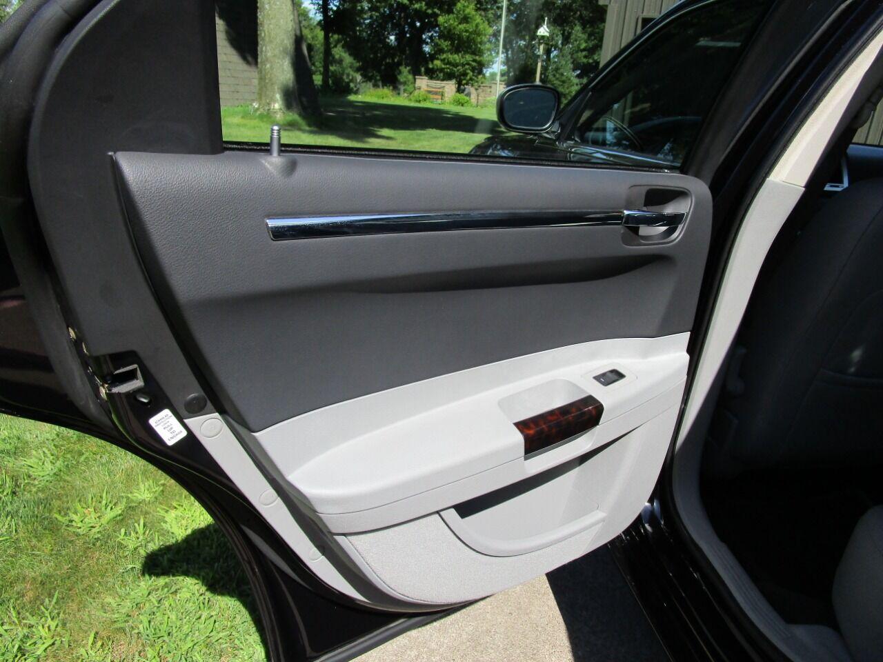 2006 Chrysler 300 57
