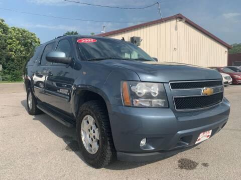 2008 Chevrolet Suburban for sale at El Rancho Auto Sales in Des Moines IA