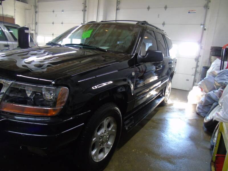 2000 Jeep Grand Cherokee L for sale at C&C AUTO SALES INC in Charles City IA
