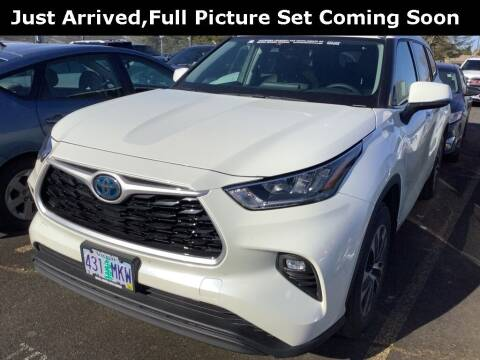 2020 Toyota Highlander Hybrid for sale at Royal Moore Custom Finance in Hillsboro OR