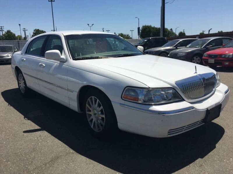 2006 Lincoln Town Car for sale at Dealer Finance Auto Center LLC in Sacramento CA