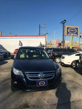 2011 Volkswagen Tiguan for sale at AutoBank in Chicago IL