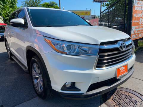 2015 Toyota Highlander for sale at TOP SHELF AUTOMOTIVE in Newark NJ