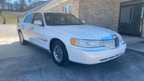 1998 Lincoln Town Car for sale at 411 Trucks & Auto Sales Inc. in Maryville TN