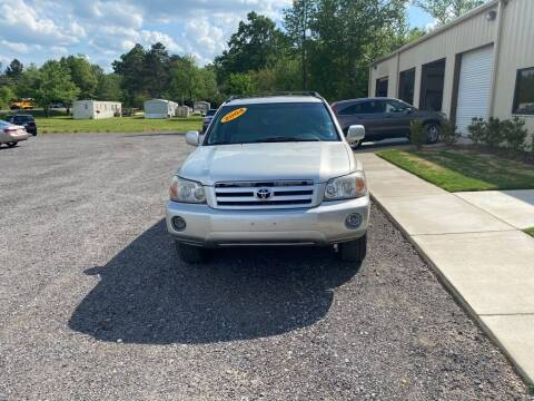 2004 Toyota Highlander for sale at B & B AUTO SALES INC in Odenville AL