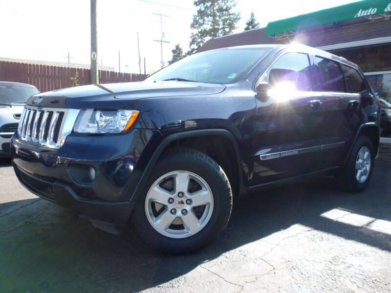 2011 Jeep Grand Cherokee for sale at Sindibad Auto Sale, LLC in Englewood CO