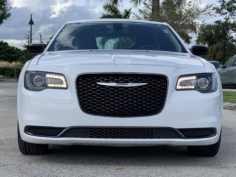 2019 Chrysler 300 Touring 4dr Sedan - Davie FL