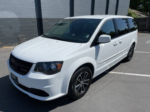 2017 Dodge Grand Caravan for sale at APX Auto Brokers in Lynnwood WA