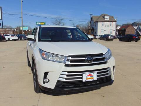 2017 Toyota Highlander for sale at Auto House Superstore in Terre Haute IN