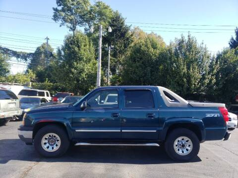 2005 Chevrolet Avalanche for sale at Rayyan Auto Sales LLC in Lexington KY